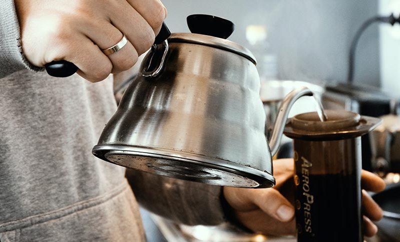 como hacer cafe con una cafetera aeropress