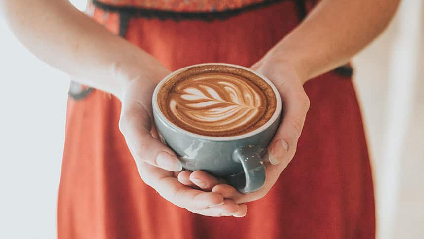 ¿Cuánta cafeína tiene el café descafeinado?
