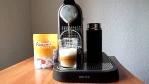 cafetera de capsulas con calentador de leche