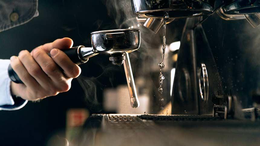¿Cómo se descalcifica la cafetera Dolce Gusto?